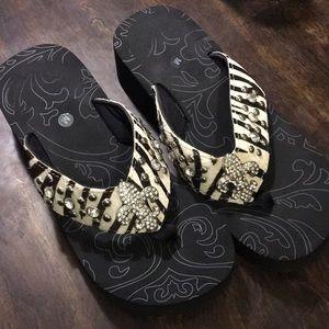 a1f1c36bf52 Shoes - Women s Fleur de lis flip flops